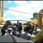 Puluhan Jamaah Akhirnya Gelar Sholat Jumat Di Masjid Agung Al-Karomah Mantapura