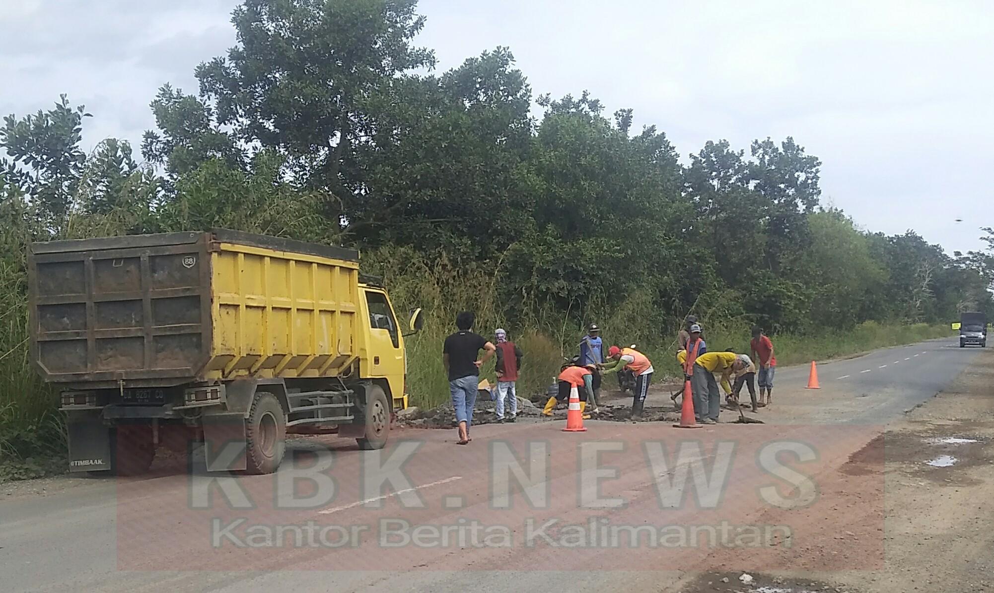 Perbaikan Jalan Gubernur Syarkawi Tambal Sulam